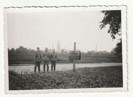 Soldaten Vor Ortsschild  Mettingen - 1939-45