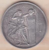 Médaille En Argent Massif Lavoisier Union Des Industries Chimiques, Attribué 1949 J. BELIN - France