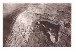 Ile De La Réunion Vue Aerienne Région Volcanique Fissures Du Sol Cratere En Formation + Timbre Surchargé Cachet 1961 - Autres