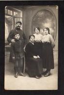 Carte Photo D'une Famille Dont Un Soldat Ou Poilu  / Photographe Alf. Forgallaz ? Rue Thiers ?  Le Havre  Ou Voir Verso - Fotografie