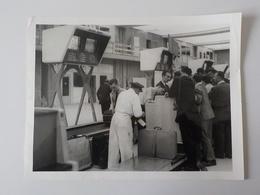 1960 Photo Originale Grand Format Avion Sabena Embarquement Passagers Valises Bruxelles Brussel - Aviation
