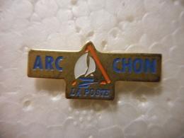 A020 -- Pin's La Poste Arcachon - Mail Services