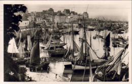 D29  DOUARNENEZ  Le Grand Port Au Retour Des Barques   ..... - Douarnenez