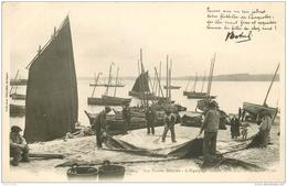 WW 29 CONCARNEAU. Nos Marins Bretons. L'Equipage Faisant La Toilette De La Grand Voile. Pêche à La Sardine Vers 1900 - Concarneau