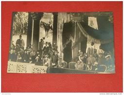 Le Roi Albert, Reine Elisabeth, Le Roi Victor Emmanuel à La Tribune D'Honneur Pour La Grande Revue Militaire à Rome - Koninklijke Families