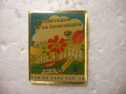A020 -- Pin's La Poste Don Du Sang Printemps De La Marguerite - Mail Services
