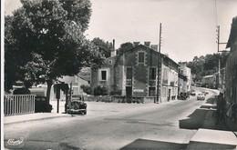 CP - France - (86) Vienne - Croutelle - Place Centrale - France