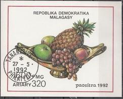 Madagascar 1992 Sc. 1071 Frutta Ananas Mele Uva Pesche Sheet Imperf. CTO Malagasy - Madagascar (1960-...)