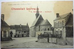 LA PLACE ET L'ÉGLISE - NOTRE DAME D'OE - France