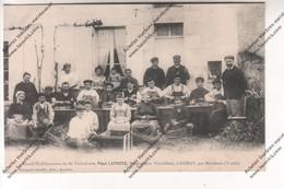 TRES RARE CPA Animée 89 : Grand établissement De Viticulture Paul LATROYE, Viticulteur GURGY (greffeurs Au Travail) - Gurgy