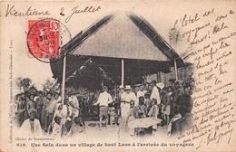 ¤¤  -  LAOS   -  Une Sala Dans Un Village De Haut-Laos à L'arrivée Des Voyageurs  -  Vientiane ??     -  ¤¤ - Laos