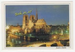 {77042} 75 Paris La Nuit , La Cathédrale Notre Dame , Côté Abside Et La Seine - Notre Dame De Paris