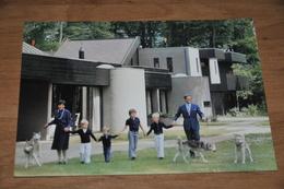 7645-   H.K.H. PRINSES MARGRIET EN MR. PIETER VAN VOLLENHOVEN MET DE PRINSEN................. - Koninklijke Families