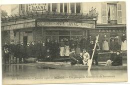 Bezons Inondation 1910 Un Groupe De Sinistrés Et De Sauveteurs - Bezons