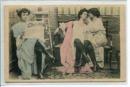PROSTITUTION  Prostituées Fumant La Cigarette Et Lisant Journal  Bottines Noires Bas  1911 Timbrée     D01 2019 - Cartes Postales
