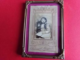 ANCIENNE PHOTO PETITE FILLE DE DUSMENIL MARGUIN VINCENNES DANS ANCIEN CADRE - Photographs