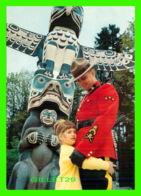 MÉTIERS - ROYAL CANADIAN MOUNTED POLICE - MÂT TOTEM SCULPTÉ PAR LES INDIENS - MAJESTIC POST CARD - - Police - Gendarmerie