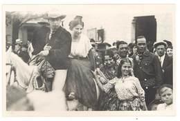 Cpa Carte-photo George - Camargue , Arlésienne Et Gardian à Cheval , Gitans , Reine D'Arles ? ( 13 ) - France