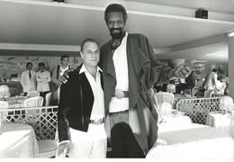 TONY CURTIS ET LE GEANT - CANNES MAI 1984 - 3 PHOTOS - Berühmtheiten