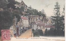27 BEAUMONT-LE-ROGER - Le Carrefour De L'Abbaye - Beaumont-le-Roger