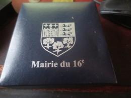 MEDAILLE -MAIRIE DU XVI° PARIS DANS SON ECRIN - Touristiques