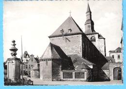 Belgique-Fosses-la-Ville-+/-1950-Place Du Chapitre-L'Eglise Saint-Feuillien Et La Vieille Pompe-pas Courante - Fosses-la-Ville