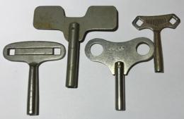 Lot De 4 Anciennes Clés De Remontage Pour Pendule Ou Jouet. - Juwelen & Horloges