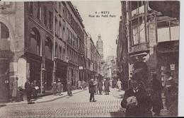 METZ - Rue Du Petit Pain ( Paris ) - Metz