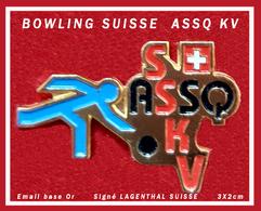 """SUPER PIN'S BOWLING SUISSE : S. ASSQ KV Signé LANGENTHAL, émail + Vernis """"suisse"""" Format  3X2cm - Bowling"""