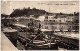 29 CHATEAULIN - Passage D'un Chaland à L'écluse - Châteaulin