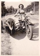 Photo Moto Side Car Avec Une Jolie Femme - Automobiles