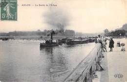 PENICHES - ABLON (77) Remorqueur Tirant Des Péniches à La Sortie De L'Eglise - CPA - Barge Lastkähne Aken Chiatte - Chiatte, Barconi