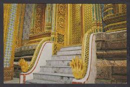76230/ BOUDDHISME, Bangkok, Wat Phra Kaew, Emerald Buddha Temple, Staircase Of Pasad Phra, Deppitara In The Emerald Budd - Bouddhisme