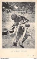 Centrafricaine . N° 51177 . Lavement D Enfant . Scarifications . Seins Nus - Centrafricaine (République)