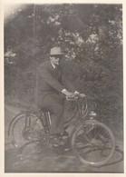 Rare Photo Originale 13 X 18 Cm Homme Avec Son Cyclomoteur - Cars