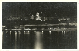 Budapest (Hungary, Ungheria) A Kivilagitott Kiraly Var, Chateau Royal Illuminée, Palazzo Reale Di Notte - Hongrie