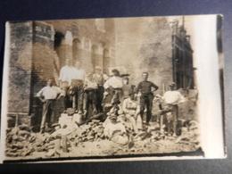 19869) OPERAI EDILI IN PAUSA LOCALITA' DA IDENTIFICARE NON VIAGGIATA SCRITTA AL RETRO LA BASSEE MAGGIO 1922 - Cartoline