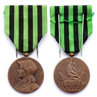 Médaille Commémorative De La Guerre 1870-1871. Bronze. 30 Mm - Médailles & Décorations