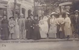 03 / VICHY / TRES BELLE CARTE PHOTO  / DEVANT SOURCE HOPITAL / 1909 - Vichy