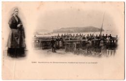 CPA 29 - DOUARNENEZ (Finistère) - 1063. Sardinières Se Rendant Au Travail Et Au Travail - Douarnenez