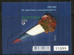 Bouquet De Fleurs Dans Un Cornet,couleurs Du Drapeau Slovène,bloc-feuillet Oblitéré Slovénie Annèe 2011.Haute Faciale - Slovénie