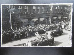Postkarte Fotokarte Hitler Mit Leibstandarte - Hamburg?? - Erhaltung I-II - Briefe U. Dokumente