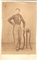 Photographie Ancienne Anonyme, Officier Du IIe Empire Avec Son Shako, Photo Cdv Vers 1865, Bon état, Chasseur à Cheval ? - Guerre, Militaire