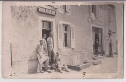 CARTE PHOTO : UNE BOULANGERIE ET SES MITRONS - HOTEL MAILLARD ET POMPE A ESSENCE AUTO MOBILINE -** 2 SCANS **- - Cartes Postales