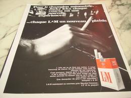 ANCIENNE PUBLICITE CHAMPION JACKY ICKX ET CIGARETTE LM 1968 - Tabac (objets Liés)