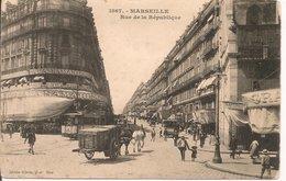 L200A223  - Marseille - Rue De La République - Attelages Et Jolie Animation -  Giletta   N°1867 - Précurseur - Castellane, Prado, Menpenti, Rouet