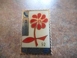 A021 -- Pin's La Poste Marguerite - Mail Services