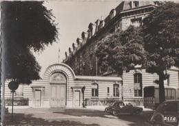 CPSM 75 PARIS XX Place Saint Fargeau La Caserne Des Pompiers De Ménilmontant - District 20
