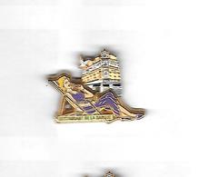 * Pin's  Double  Moule  Pin' Up, Cinéma Actrice MARILYN  Robe Violette  Cartouche  Verte Voir  Description - Pin-ups