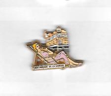 * Pin's  Double  Moule  Pin' Up, Cinéma Actrice MARILYN  Robe Rose Cartouche  Blanche Voir  Description - Pin-ups